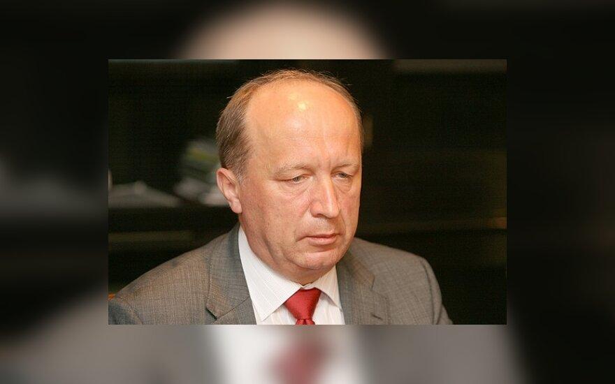 Žada dar kartą svarstyti vizų režimo švelninimą Kaliningradui