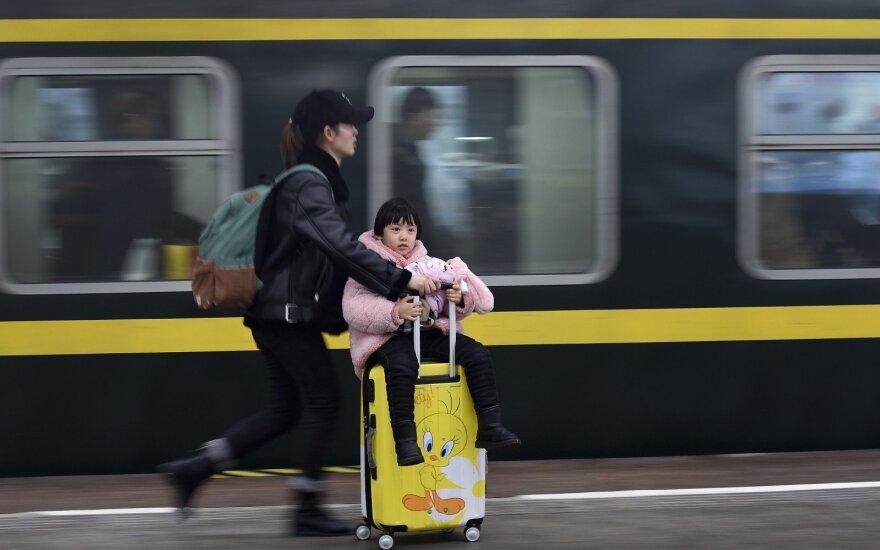 Naujuosius metus švenčiantys kinai sukėlė didžiausią pasaulio migraciją