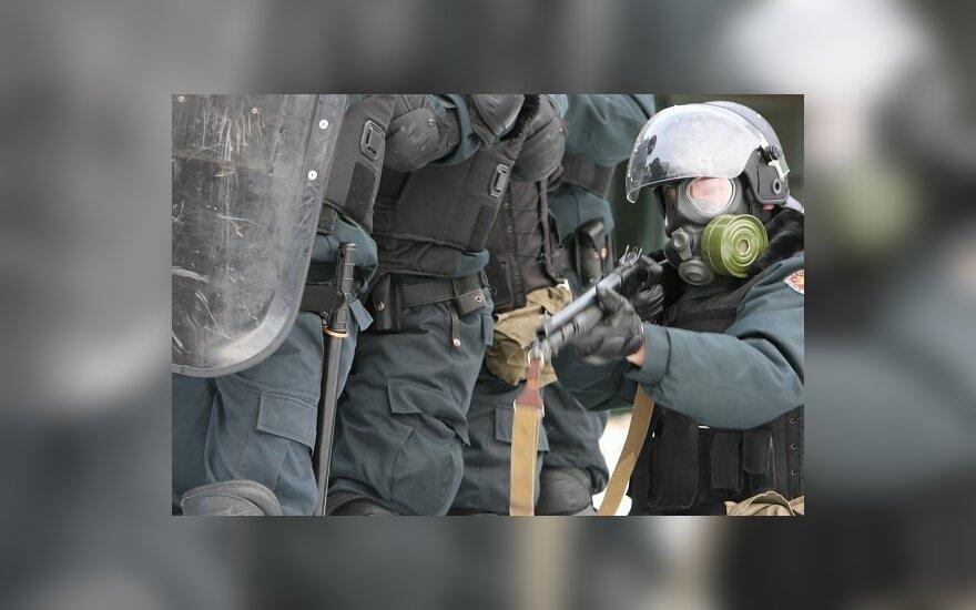 Riaušėse prie Seimo 151 chuliganas sulaikytas, 34 mitingo dalyviai sužeisti