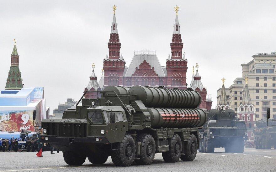 Turkija pirmąsias rusiškas raketas S-400 gaus 2019 metais