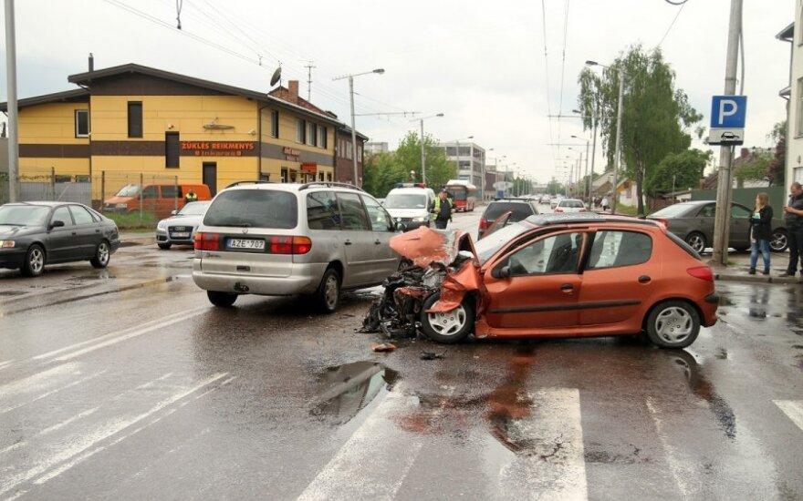 Kaune avarijos metu nukentėjo 3 asmenys
