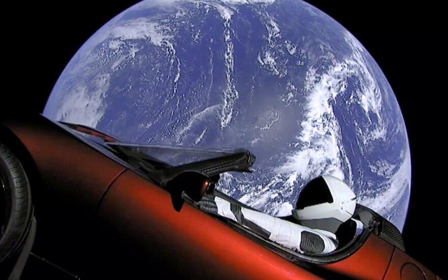 "Starman ""Tesla Roadster"" automobilyje"
