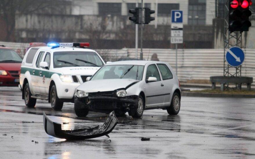 Kaune lietuvis, žydas ir ukrainietis aiškinosi, kas kaltas dėl avarijos