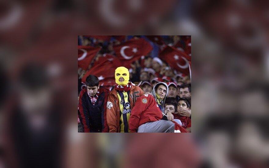 Nusivyę Turkijos futbolo sirgaliai