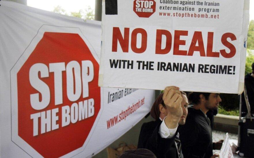 Plakatas prieš Irano branduolinę programą
