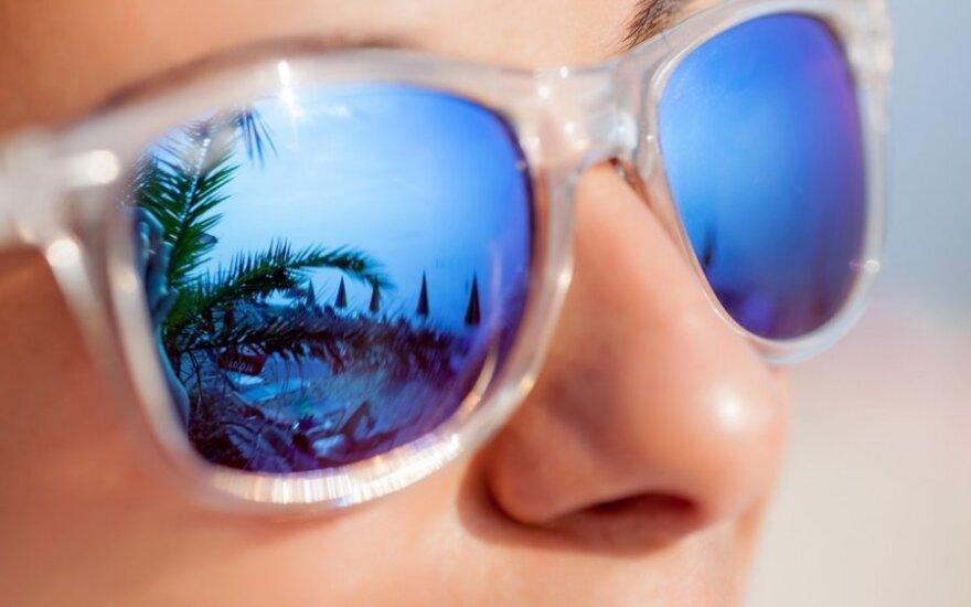 Kaip pasirinkti tinkamus akinius nuo saulės