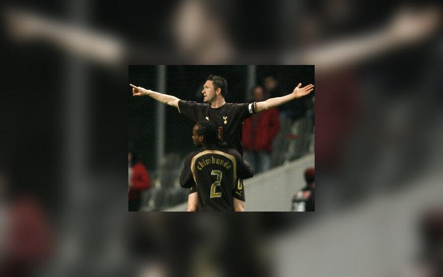 """Robbie Keane'as ir Pascalis Chimbonda (""""Tottenham Hotspur"""") džiūgauja po įvarčio"""