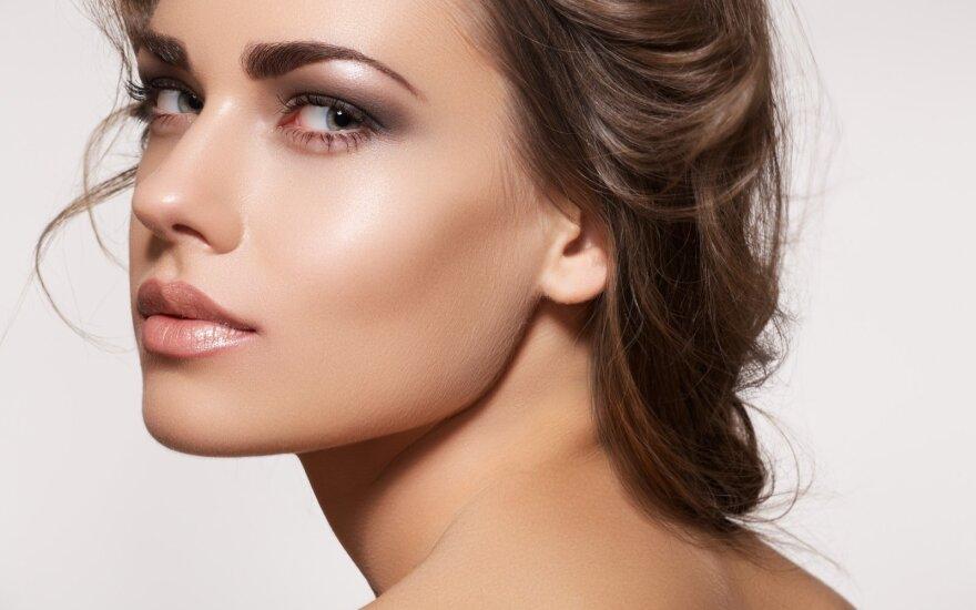 Pasiilgusioms saulės: kaip suteikti veido odai tamsumo be savaiminio įdegio priemonių