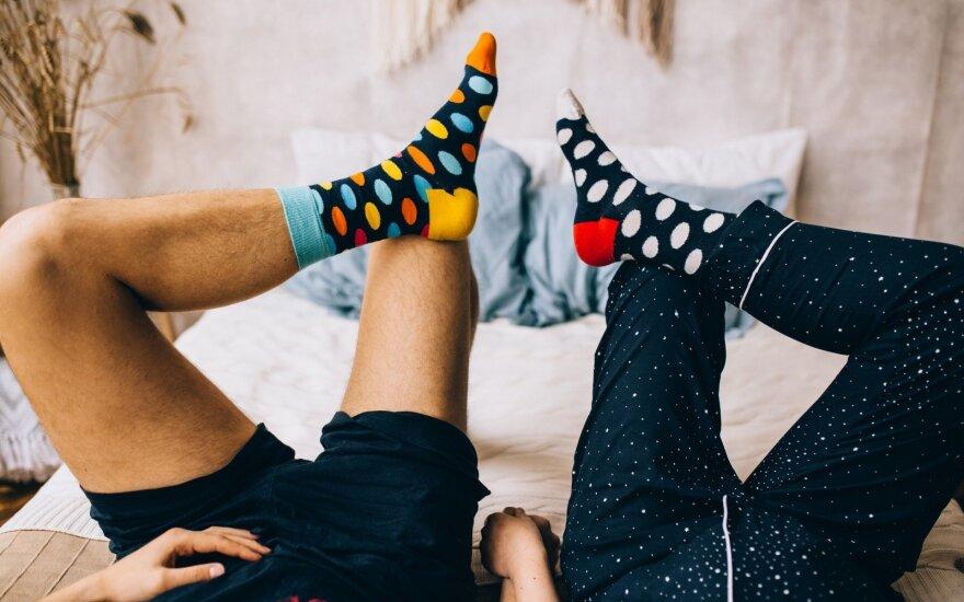 Lovoje su kojinėmis: mokslininkų patarimai ir poveikis seksualiniam gyvenimui