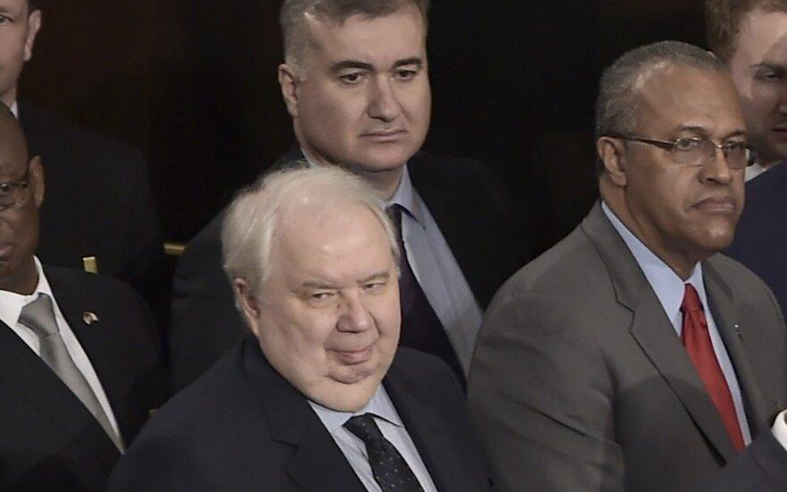 D. Trumpo ir Rusijos ryšių skandalo centre atsidūręs ambasadorius kelia dar daugiau klausimų