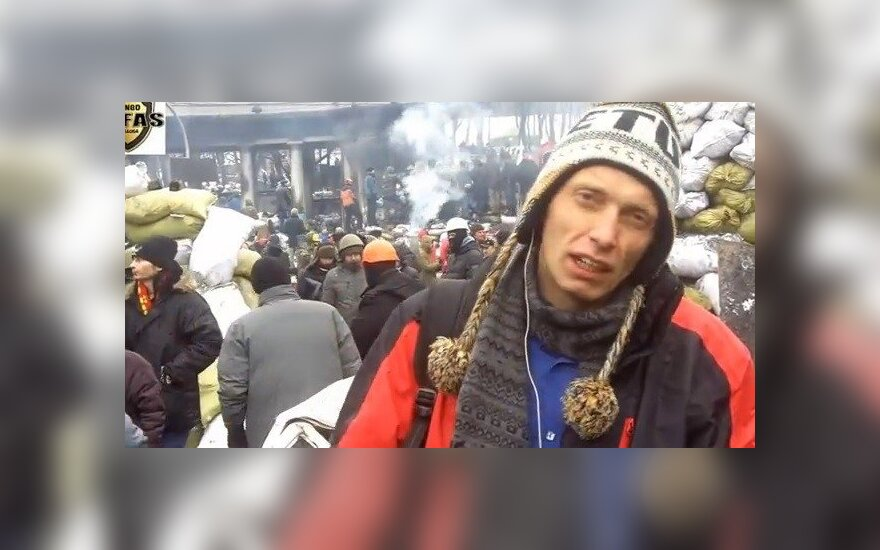 Apsukrumas? Lietuvis langų reklamą sukūrė Ukrainos barikadose