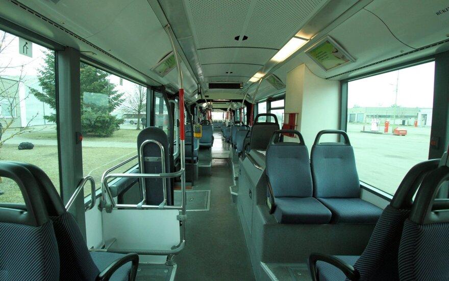 """Iš """"Maxima Bazės"""" autobusu išvažiuoti norėjusiai moteriai – nemalonus smūgis"""