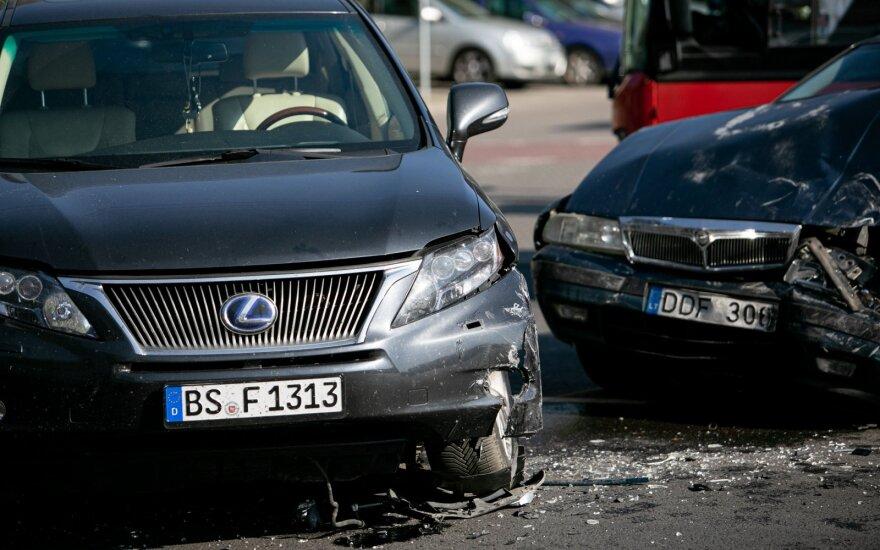 """Įvardijo, kodėl vairuotojai neišvengia """"žioplų"""" klaidų"""