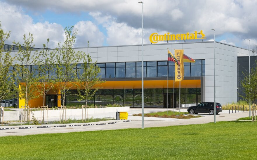 """""""Continental"""" uždaro gamyklą Vokietijoje, atleidžia 1,8 tūkst. darbuotojų"""