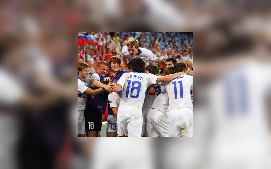 Rusijos futbolininkai džiaugiasi pergale