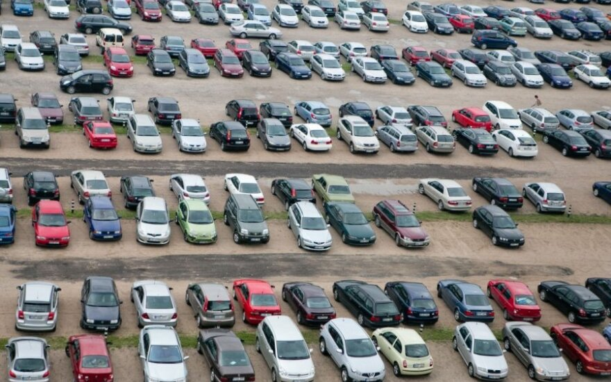 Sostinės vairuotojams žada naujovę: aikšteles, kuriose galima iškeisti automobilį