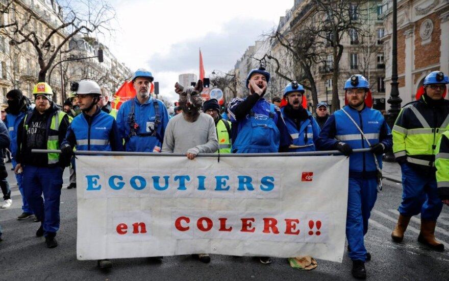 Paryžiuje vėl vyksta protestai prieš pensijų reformą