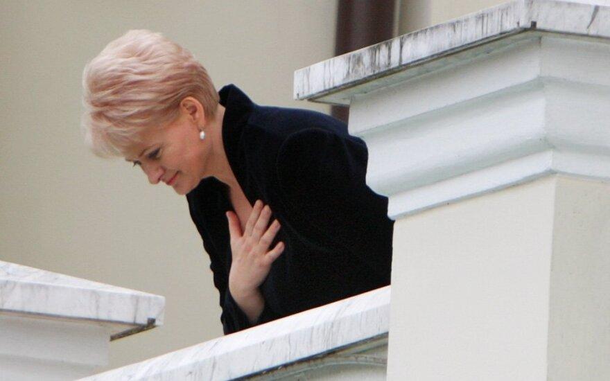 Prezidentūros šeimininkė Dalia Grybauskaitė nusilenkė susirinkusiems