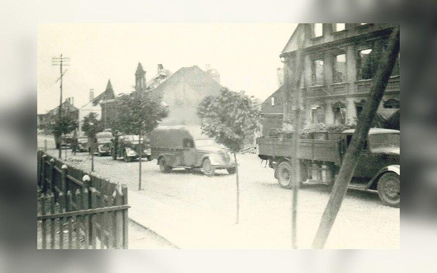 Karo pradžia Tauragėje – karinės mašinos rieda Dariaus ir Girėno gatve, 1941 m. birželio 25 d. Edmundo Mažrimo archyvo nuotrauka