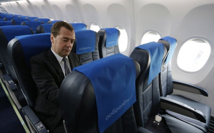 Dmitrijus Medvedevas Dobrolet lėktuve