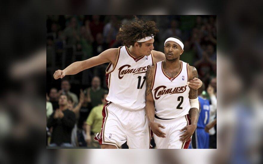 """Cavaliers"" išsaugojo A.Varejao ir derasi su A.Parkeriu"