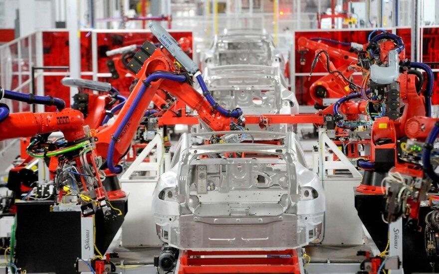 """""""Tesla"""" Šanchajuje statys didžiulę gamyklą"""