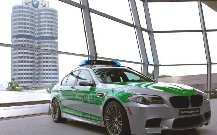 Vokietijos policijos BMW M5 automobilis