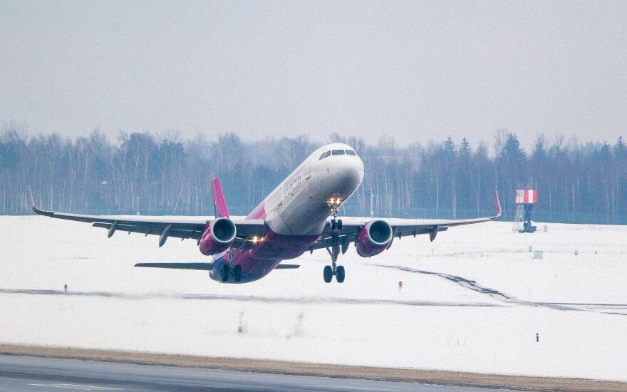 """""""Wizz Air"""" sprendimas sugriovė atostogų planus: pasirodo, paprastas žmogus turi išmanyti visus įstatymus"""