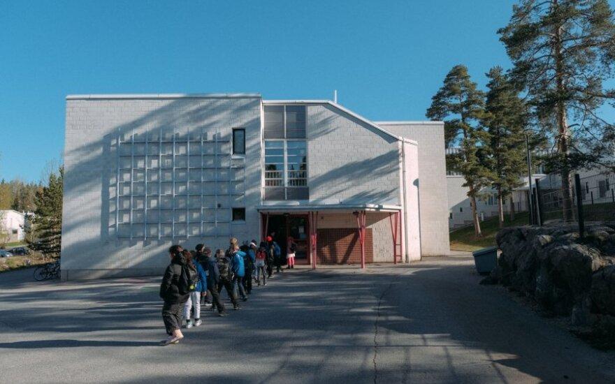 Suomija atidaro mokyklas
