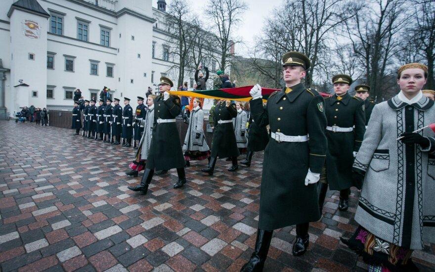Į savivaldas išrinktų karių savanorių statusas lieka neaiškus: Konstitucija draudžia, tačiau nuostatos painios