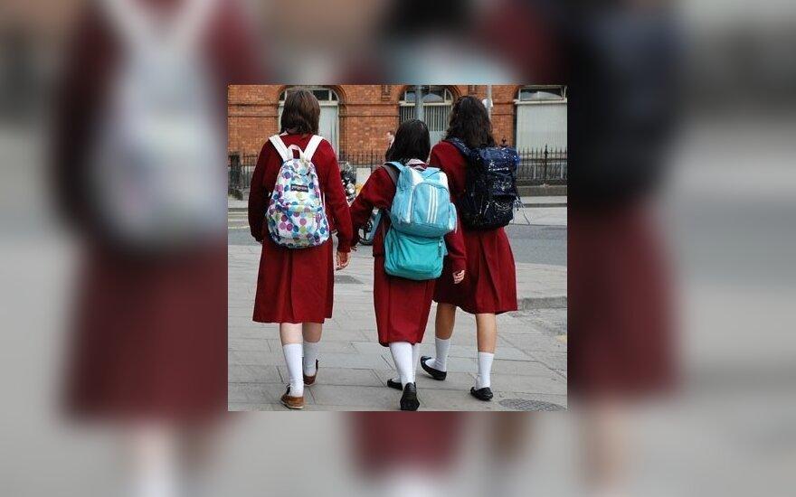 Mokyklą baigusi mergina – apie tai, ką turėtų žinoti visi tėvai ir mokytojai