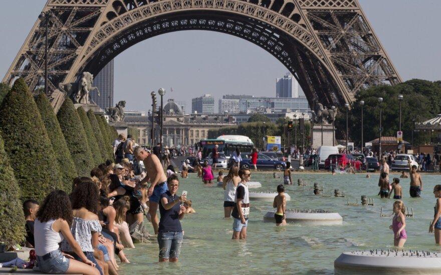 """Kelionės planai į Paryžių apkarto: pasijuto palikti """"ant ledo"""""""