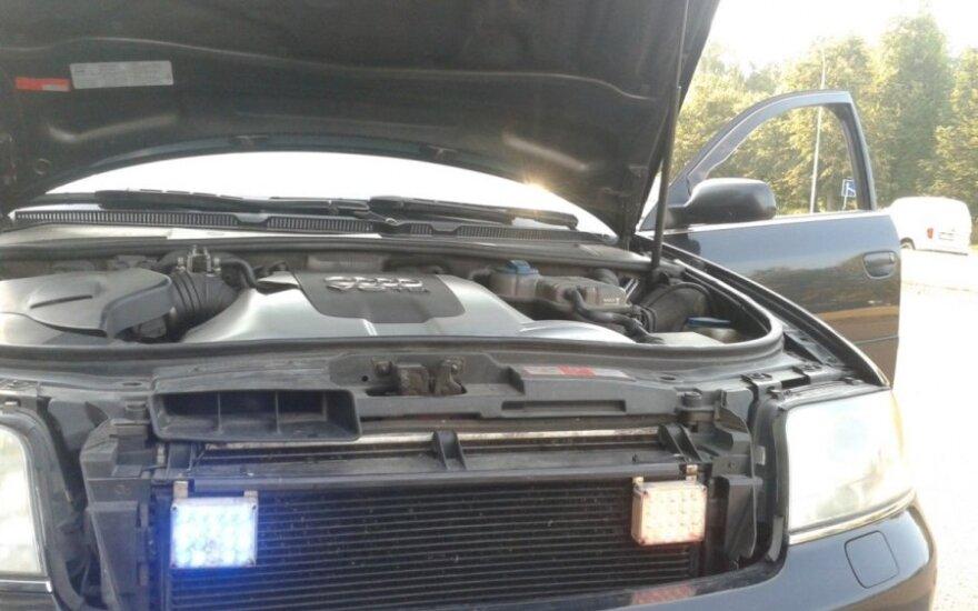"""Įkliuvo jaunuolis, kurio """"Audi"""" įtaisyti spec. tarnybų švyturėliai"""