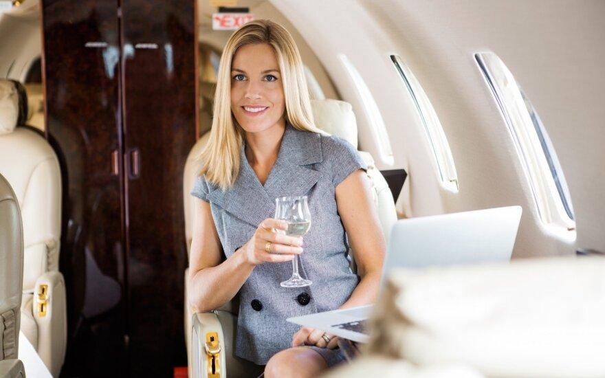 Balearų salų vyriausybė reikalauja uždrausti alkoholį lėktuvuose ir oro uostuose