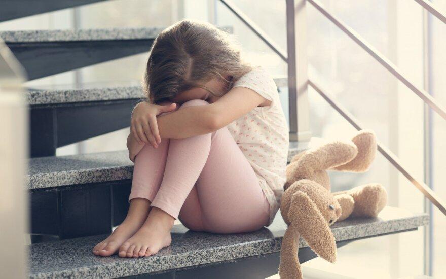 Ligoninėje gydoma smarkiai sumušta mergaitė, įtariama jos motina