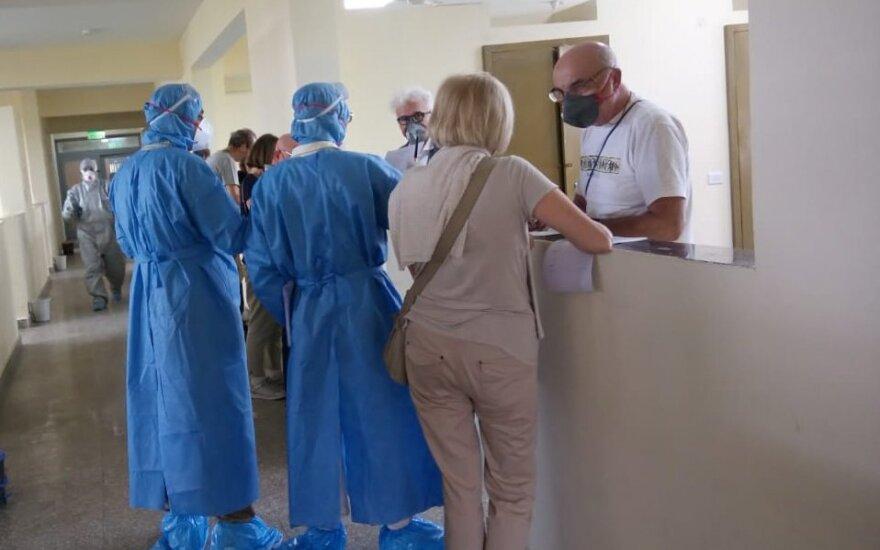 Kinijos mokslininkai: koronavirusas mutavo, daugelis žmonių užsikrėtė agresyvesne atmaina