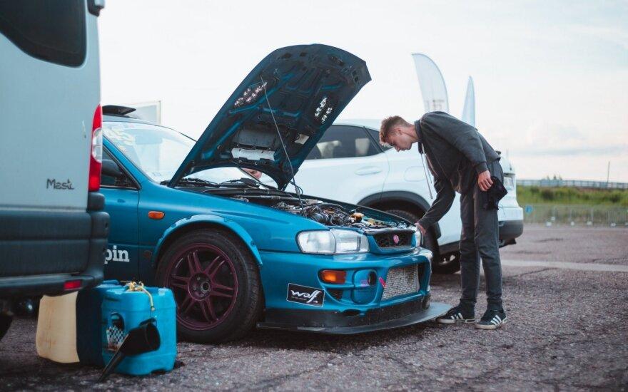 Simonas Urbonas ir jo automobilis
