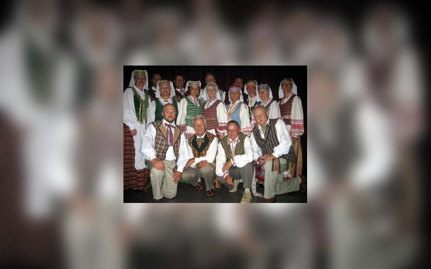 """,,Klumpės"""" kolektyvas Tautinių šokių šventėje Los Andžele"""