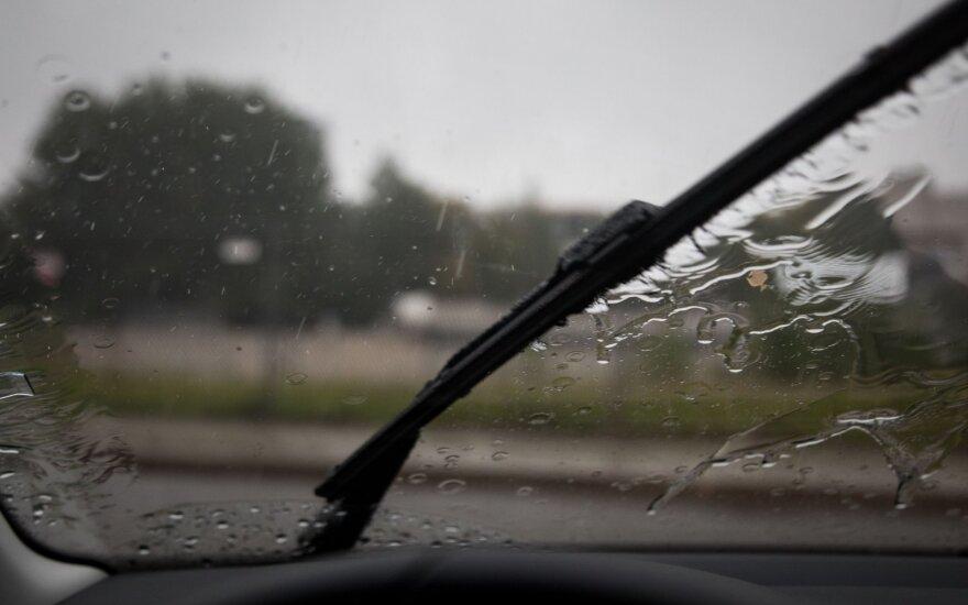 Eismo sąlygos: ateinanti naktis bus šlapia – numatomas lietus ir šlapdriba