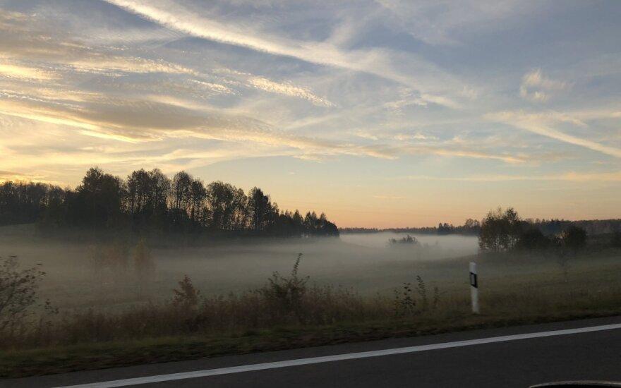 Vilniaus apskrityje eismo sąlygas sunkina rūkas