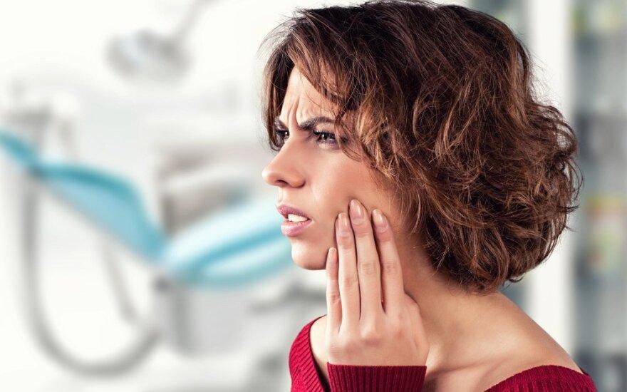 8 veiksmingos naminės priemonės nuo dantų skausmo