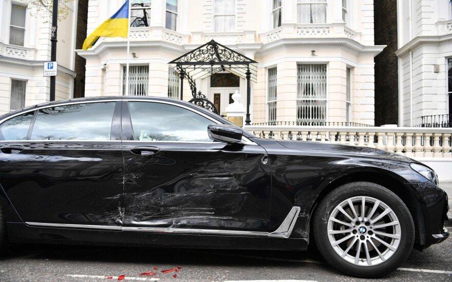 Londone sulaikytas vyras, rėžęsis į Ukrainos ambasadorės automobilį