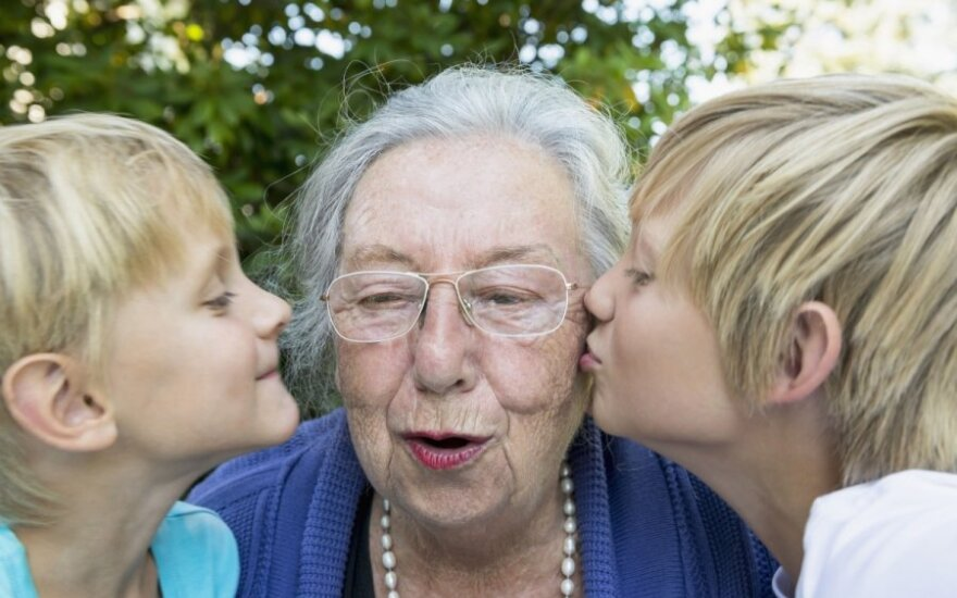 Sukėlę paniką skuba pasiteisinti – Vaiko teisių apsaugos tarnyba tikslina informaciją dėl vaikų palikimo pas senelius