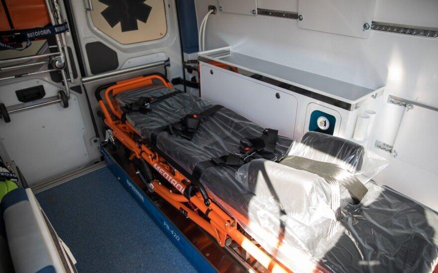 Darbo metu susižalojęs vyras atsidūrė ligoninėje: būklė sunki