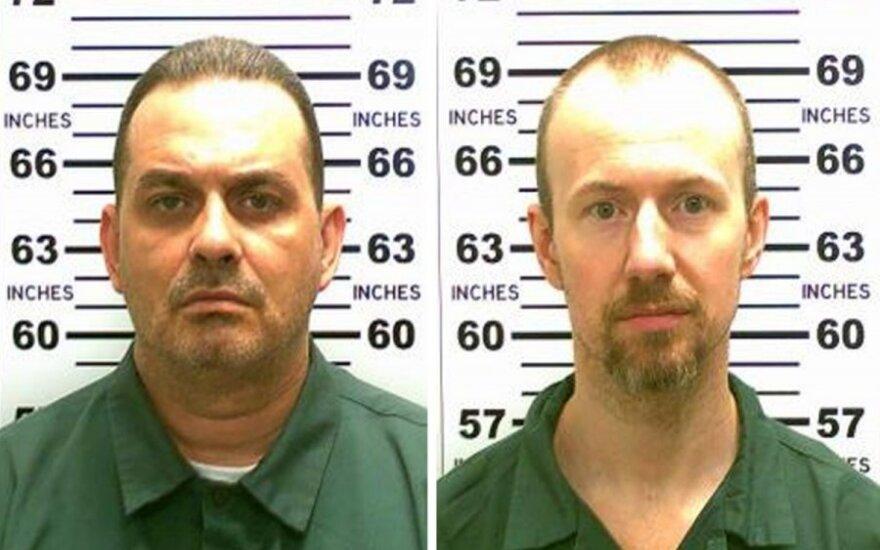 Dviejų žudikų paieškos: šimtai pareigūnų šukuoja apylinkes