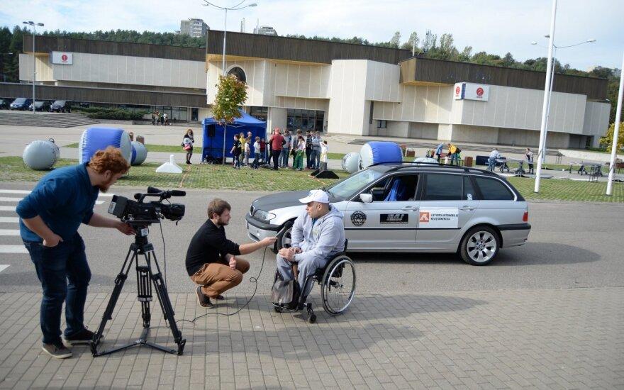 Pristatytas lenktyninis automobilis neįgaliesiems