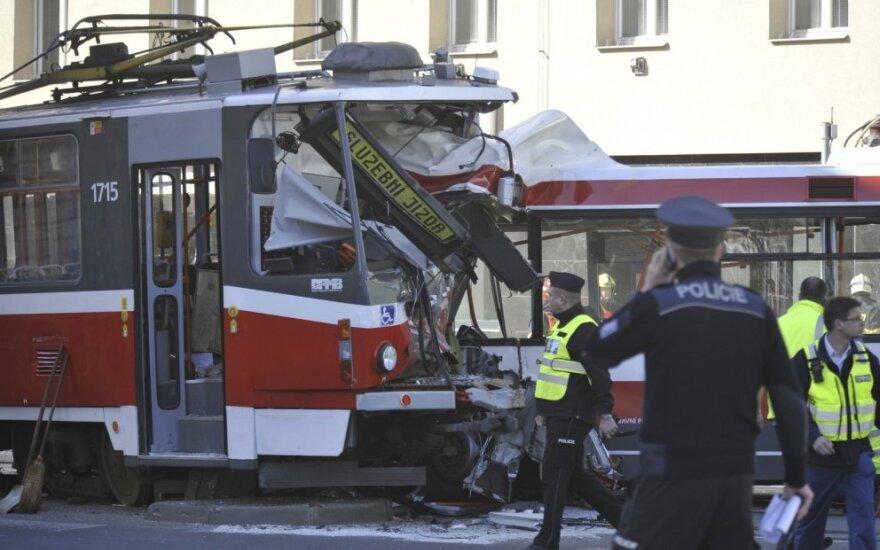 Čekijoje susidūrus troleibusui ir tramvajui sužeista dešimtys žmonių