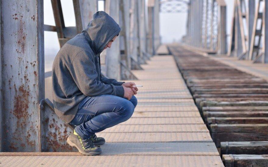 Paaiškėjo, kodėl vieni vaikai suaugę tampa narkomanais ir alkoholikais, o kiti – rūkoriais