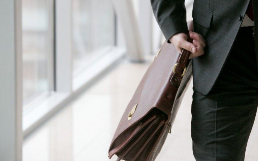 Dėl grąžinamų algų biudžetininkams – šokas