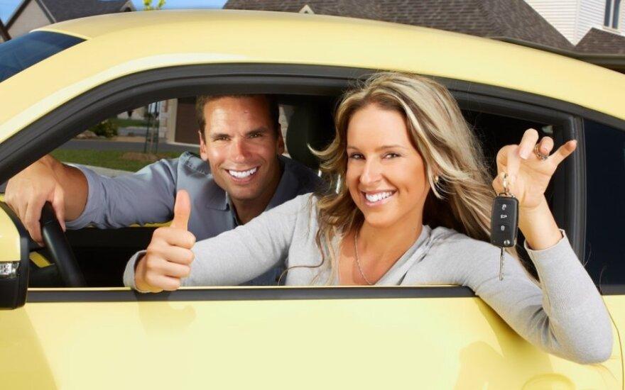 Naujausi reikalavimai šeimos nariams, kurie nori mokyti jus vairuoti